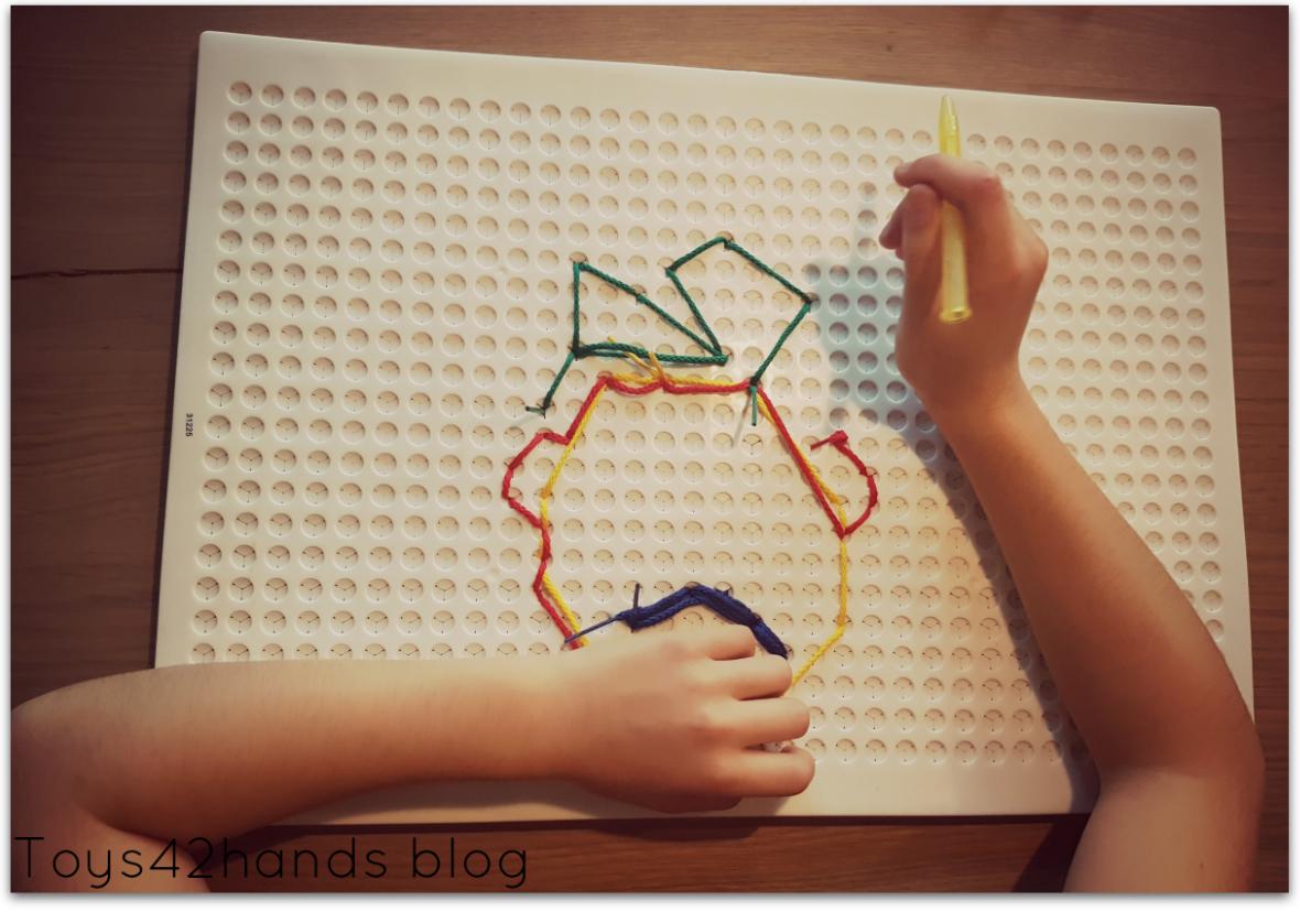 Kruisen van de lichaams middellijn spelenderwijs met het tekenen met snoer set
